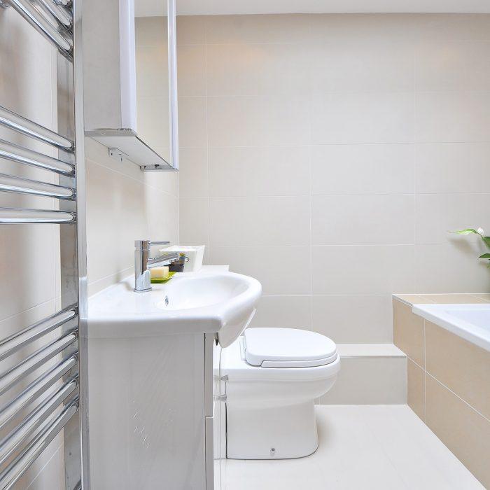 carrelages-mullet-salle-bain-carreaux-beiges-blancs