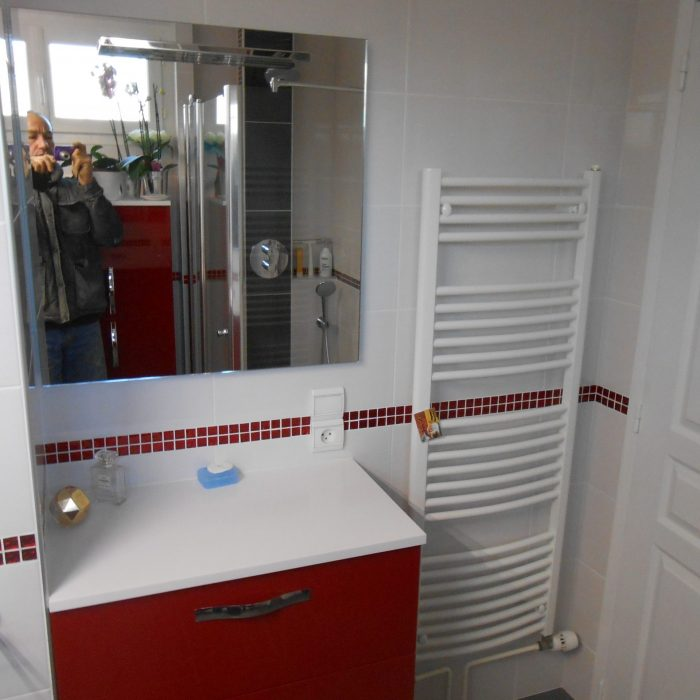 carrelages-mullet-sallle-bain-mosaiques-rouge